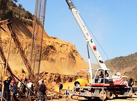 325国道(陽江段)随车吊施工现场