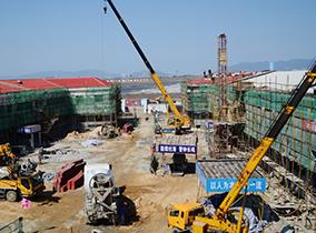 陽東万象工业园随车吊施工现场
